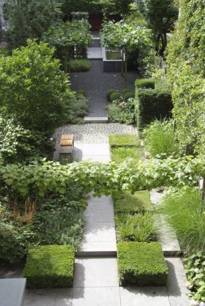 image: Garden design: Ogród bez trawnika...